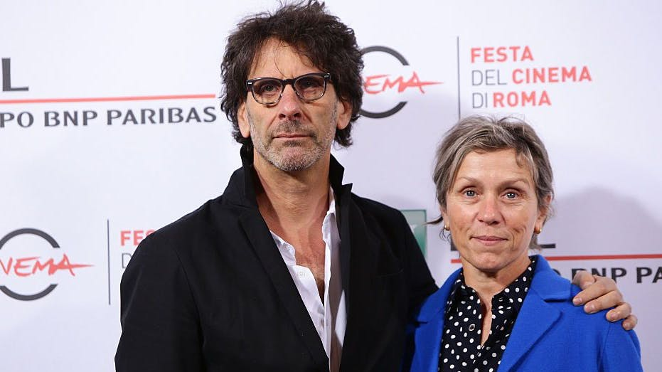 Seit 1984 ist sie mit Joel Coen, dem älteren der Coen Brüder («Fargo»), verheiratet. Die beiden adoptierten 1994 einen Jungen in Paraguay. Frances McDormand ist selber auch adoptiert.