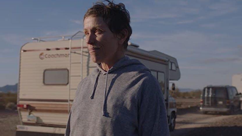 Der Road-Movie hat den Goldenen Löwen in Venedig gewonnen und zählt mit sechs Nominationen zu den Favoriten an der diesjährigen Oscar-Verleihung. Frances McDormand spielt darin Fern, die verwitwet und arbeitslos beschliesst, ihr Leben als moderne Nomadin zu bestreiten.