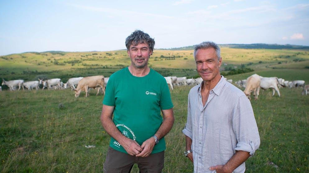Hannes Jaenicke (r.) und Christoph Promberger (l.) von der Stiftung