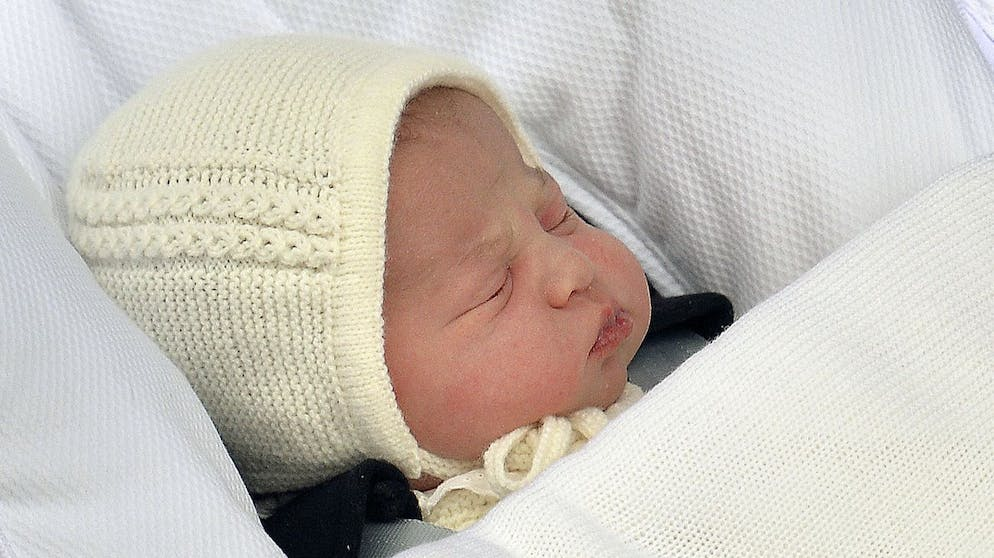 The newborn baby princess, born to parents Kate Duchess of Cambridge and Prince William, is carried in a car seat by her father from The Lindo Wing of St. Mary's Hospital, in London, Saturday, May 2, 2015. Kate, the Duchess of Cambridge, gave birth to their second child, a baby girl on Saturday morning. The name of the new born baby princess is not yet announced. (John Stillwell/Pool via AP)
