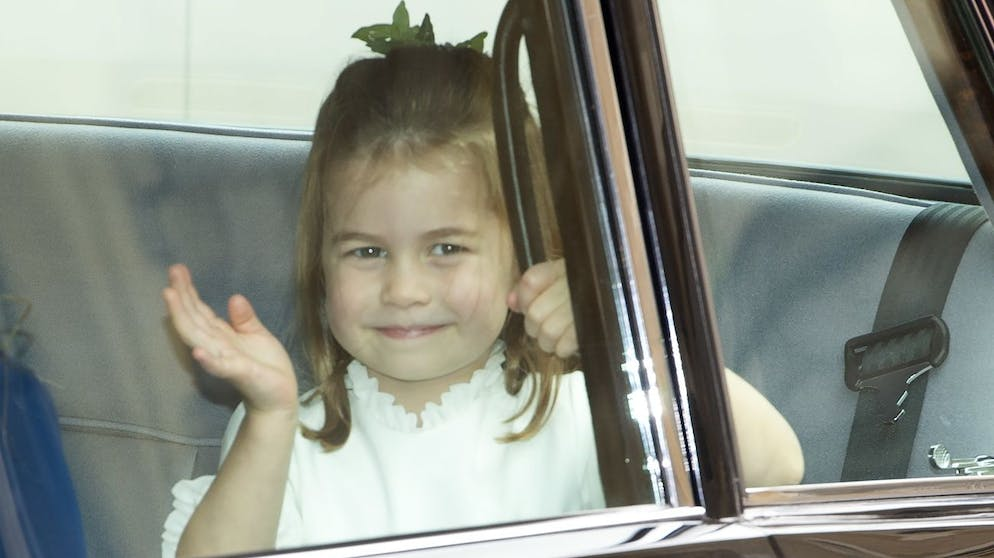 epa07087792 Princess Charlotte waves to people as she arrives for the royal wedding ceremony of Princess Eugenie of York and Jack Brooksbank at St George's Chapel at Windsor Castle, in Windsor, Britain, 12 October 2018. EPA/FACUNDO ARRIZABALAGA