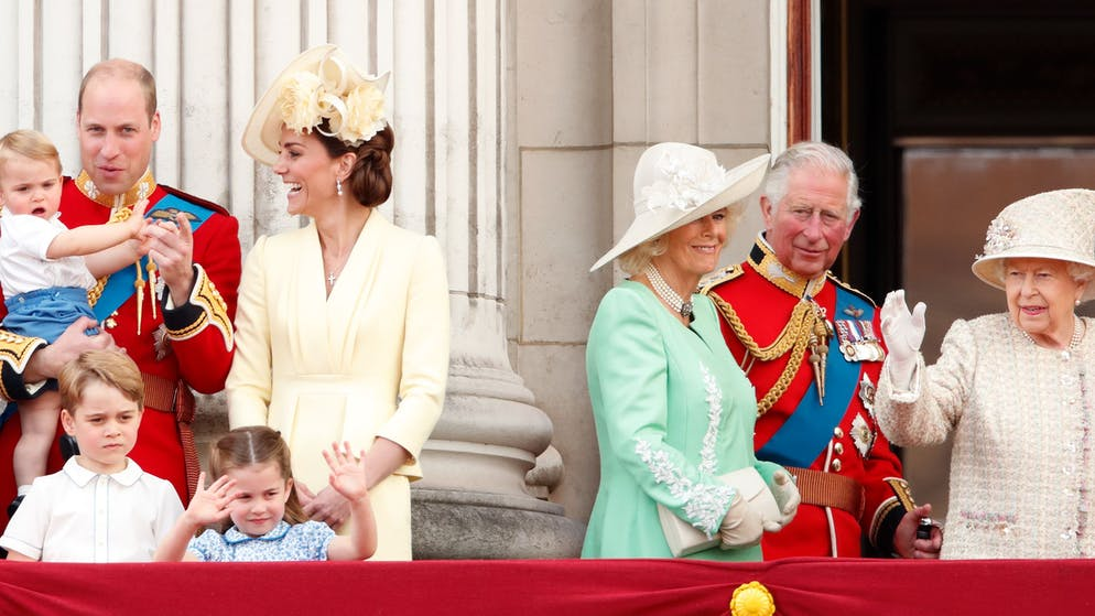 LONDON, UNITED KINGDOM - JUNE 08: (EMBARGOED FOR PUBLICATION IN UK NEWSPAPERS UNTIL 24 HOURS AFTER CREATE DATE AND TIME) Prince William, Duke of Cambridge, Catherine, Duchess of Cambridge, Prince Louis of Cambridge, Prince George of Cambridge, Princess Charlotte of Cambridge, Camilla, Duchess of Cornwall, Prince Charles, Prince of Wales and Queen Elizabeth II watch a flypast from the balcony of Buckingham Palace during Trooping The Colour, the Queen's annual birthday parade, on June 8, 2019 in London, England. The annual ceremony involving over 1400 guardsmen and cavalry, is believed to have first been performed during the reign of King Charles II. The parade marks the official birthday of the Sovereign, although the Queen's actual birthday is on April 21st. (Photo by Max Mumby/Indigo/Getty Images)