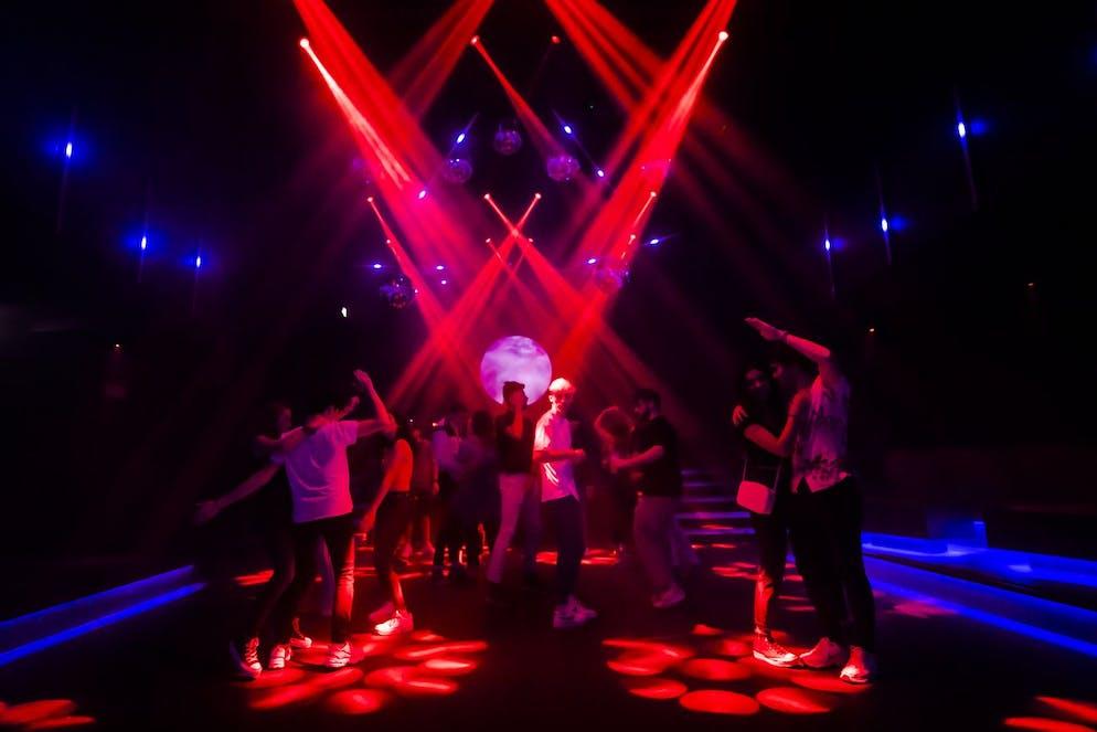 en Bulgarie, ce sont les discothèques qui vont rouvrir ce week-end à 50% de leur capacité.