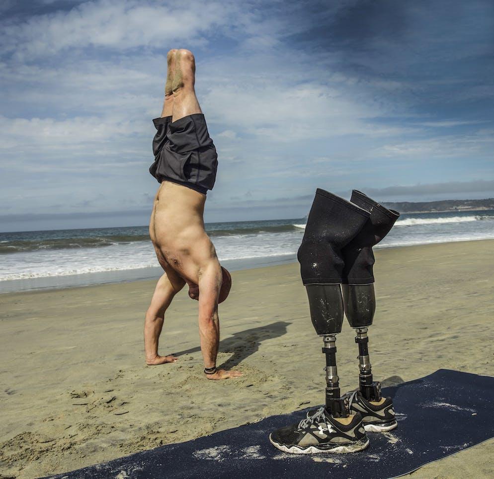Robert Sturman (États-Unis), lauréat de la Merit Gallery (États-Unis) Image: Portrait du sergent d'état-major Dan Nevins - Opération Iraqi Freedom 2 de l'armée américaine: Aidez les vétérans à guérir Vétéran devenu professeur de yoga.