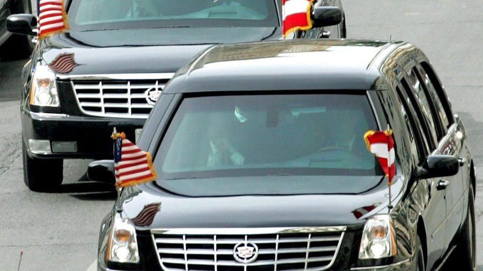 US President George W. Bush arrives in an armoured limousine for his meeting with Austrian President Heinz Fischer at Vienna's Hofburg Palace, Wednesday 21 June 2006. Bush is in Vienna to attend an EU-US summit. EPA/GUENTER R. ARTINGER