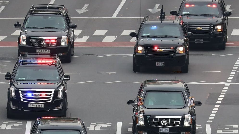 epa06312852 US President Donald J. Trump motorcade drives toward the presidential office Cheong Wa Dae, through central Seoul, South Korea, 07 November 2017. Trump, who arrived in South Korea earlier in the day, will hold summit talks with President Moon Jae-in the same day and address the National Assembly the following day. EPA/YONHAP SOUTH KOREA OUT
