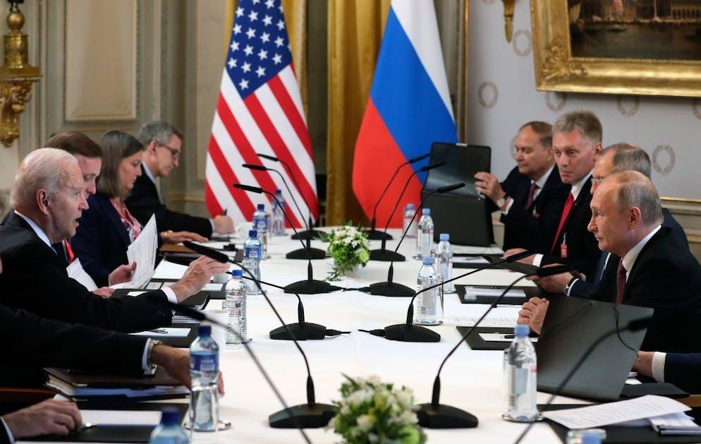 epa09276627 US President Joe Biden (L) and Russian President Vladimir Putin (R) during their meeting at the US - Russia summit at the Villa La Grange, in Geneva, Switzerland, 16 June 2021. EPA/MIKHAIL METZEL/SPUTNIK/KREMLIN POOL MANDATORY CREDIT