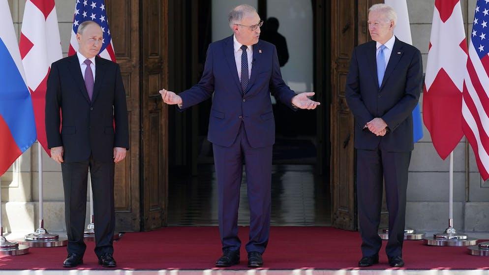 Swiss President Guy Parmelin, center, greets President Joe Biden, right, and Russian President Vladimir Putin, at the 'Villa la Grange', Wednesday, June 16, 2021, in Geneva, Switzerland. (AP Photo/Patrick Semansky)