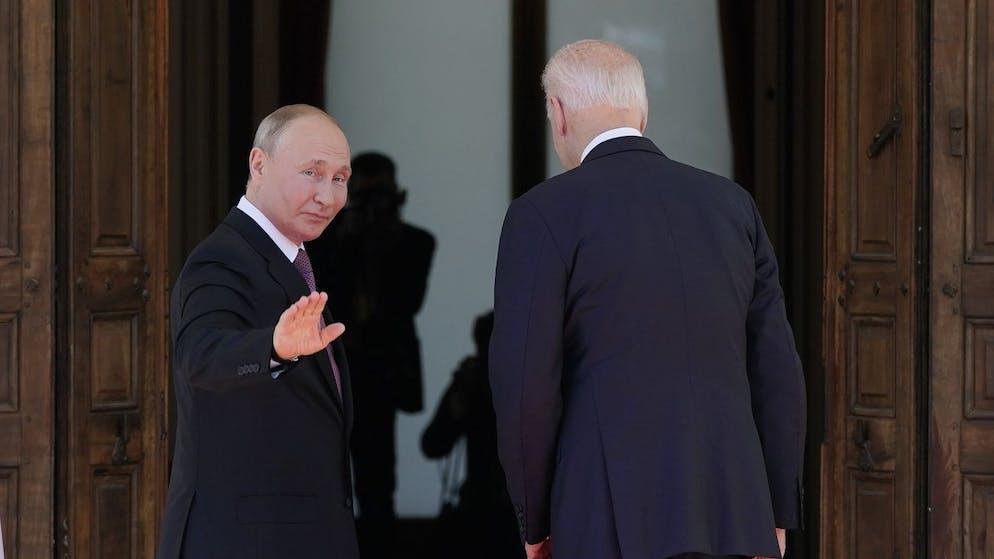 Russian President Vladimir Putin waves as he and President Joe Biden arrive to meet, Wednesday, June 16, 2021, at the 'Villa la Grange', in Geneva, Switzerland. (AP Photo/Patrick Semansky)