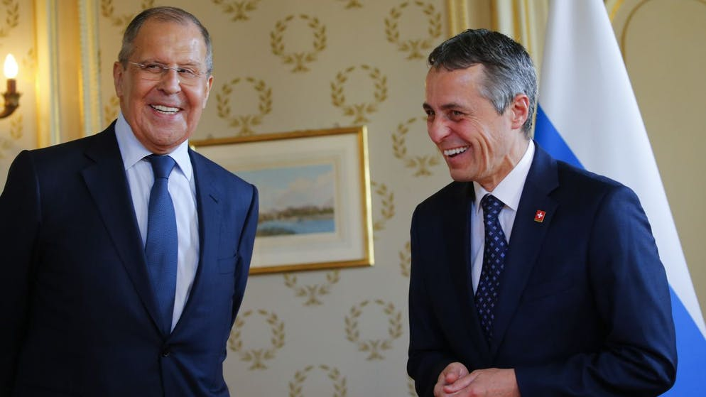 Russia's Foreign Minister Sergei Lavrov, left, and Swiss Foreign Minister Ignazio Cassis, right, during the U.S.-Russia summit at Villa La Grange in Geneva, Switzerland, Wednesday, 16 June 2021. (KEYSTONE/REUTERS POOL/Denis Balibouse)