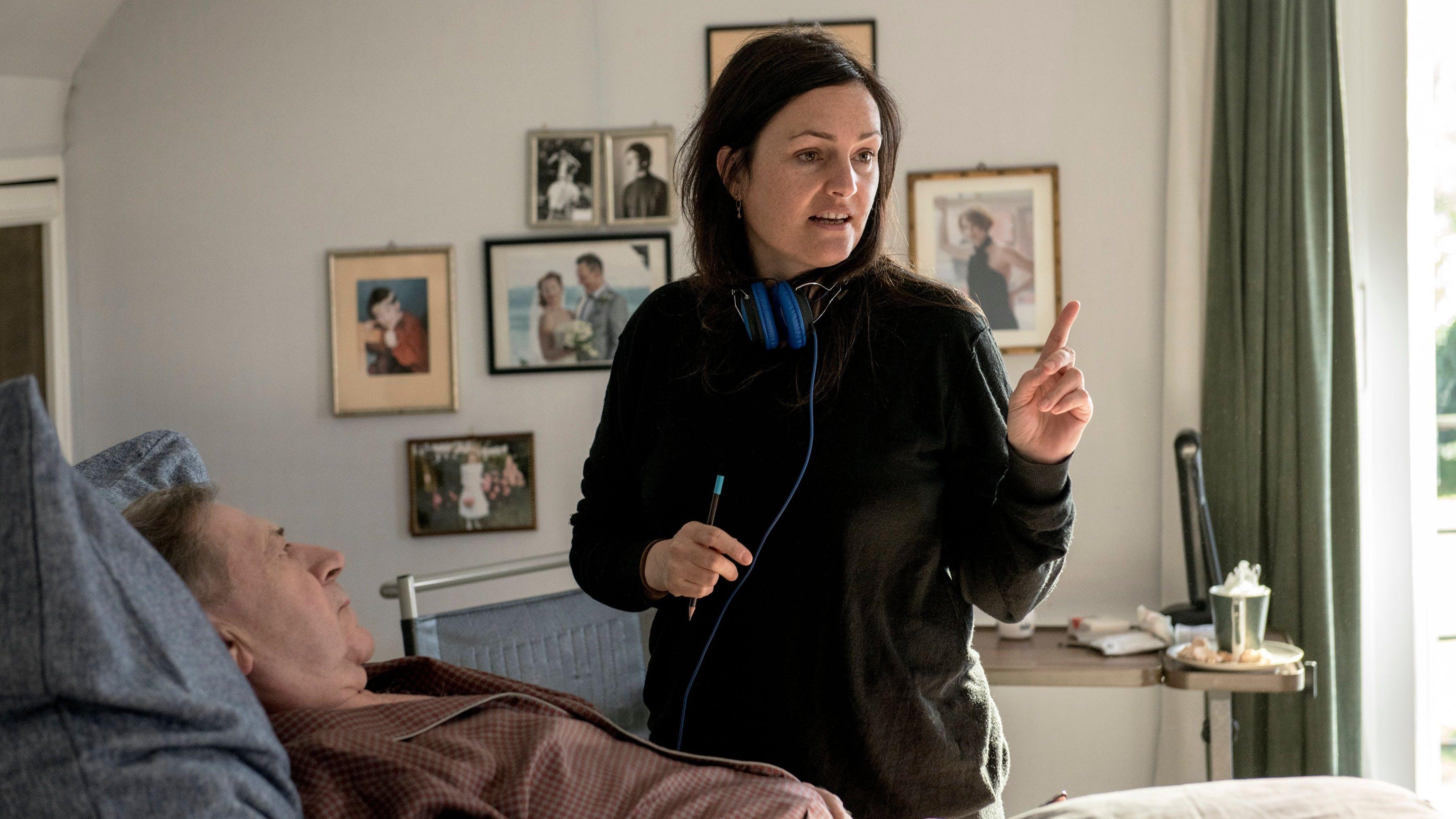 «Pathologisch betrachtet ist die Familie aber nicht total zerrüttet»: Bettina Oberli mit André Jung auf dem Filmset von «Wanda, mein Wunder».