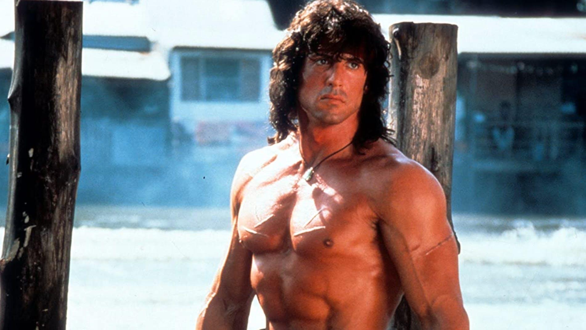 «Rambo III» (1988): Das wahrscheinlich beste Filmzitat aller Zeiten kommt aus dem dritten Film um John Rambo. Der Veteran nimmt dabei ein Knicklicht hervor und wird gefragt, was das sei: «Das ist blaues Licht» – «Und was macht es?» – «Es leuchtet blau.»