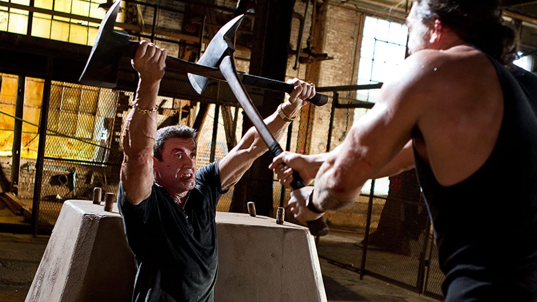 «Bullet to the Head» (2012): Als Stallone dem ebenfalls muskulösen Jason Momoa gegenüber steht, fragt ihn seine Figur: «Kämpfen wir oder willst du mich zu Tode langweilen?»