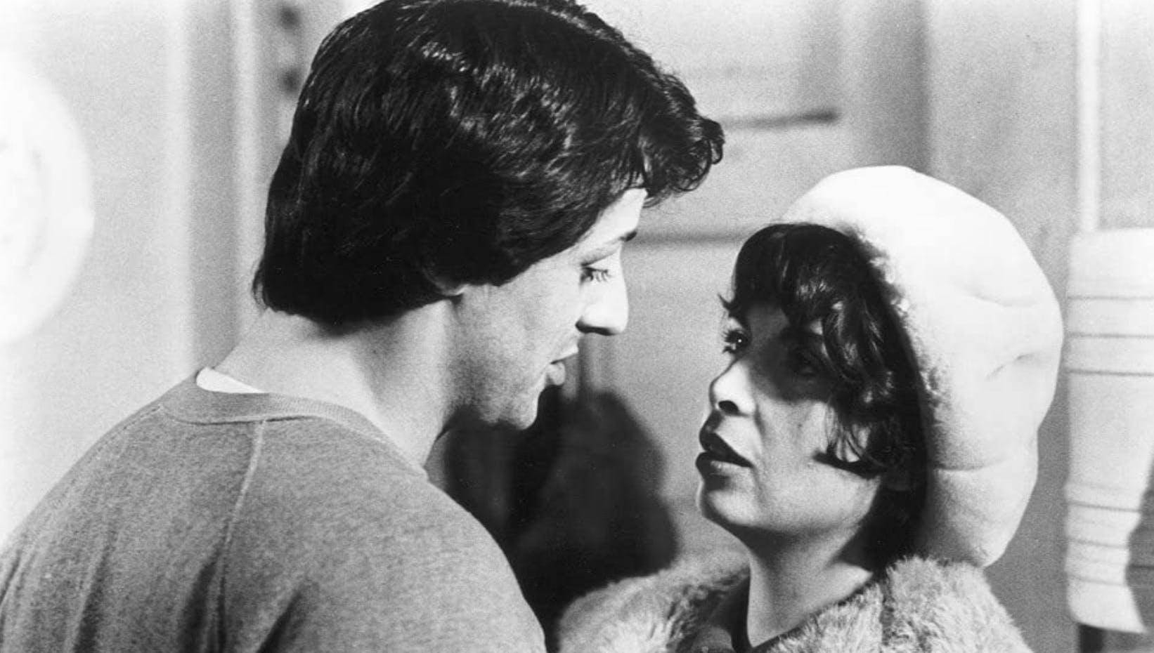 «Rocky» (1976): Im Gespräch mit Adrian (Talia Shire) gesteht Rocky, dass er jeden Morgen Schmerzen hat: «Ich möchte mir am liebsten ein Taxi rufen, das mich vom Bett zum Badezimmer fährt.»