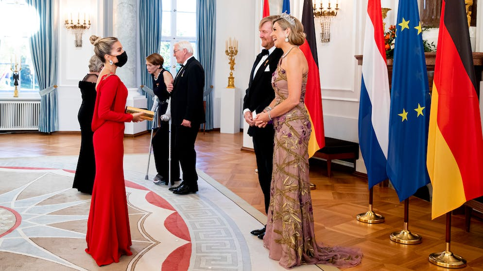 BERLIN, GERMANY - JULY 05: Sylvie Meis visits with King Willem-Alexander of The Netherlands and Queen Máxima of The Netherlands at Schloss Bellevue where German President Frank-Walter Steinmeier and his wife Elke Budebender offer the King and Queen a state banquet on July 5, 2021 in Berlin, Germany. Their Majesties are paying their first official visit since the global health crisis began over a year ago, with a state visit to Germany from July 5-7. (Photo by Patrick van Katwijk/Getty Images)