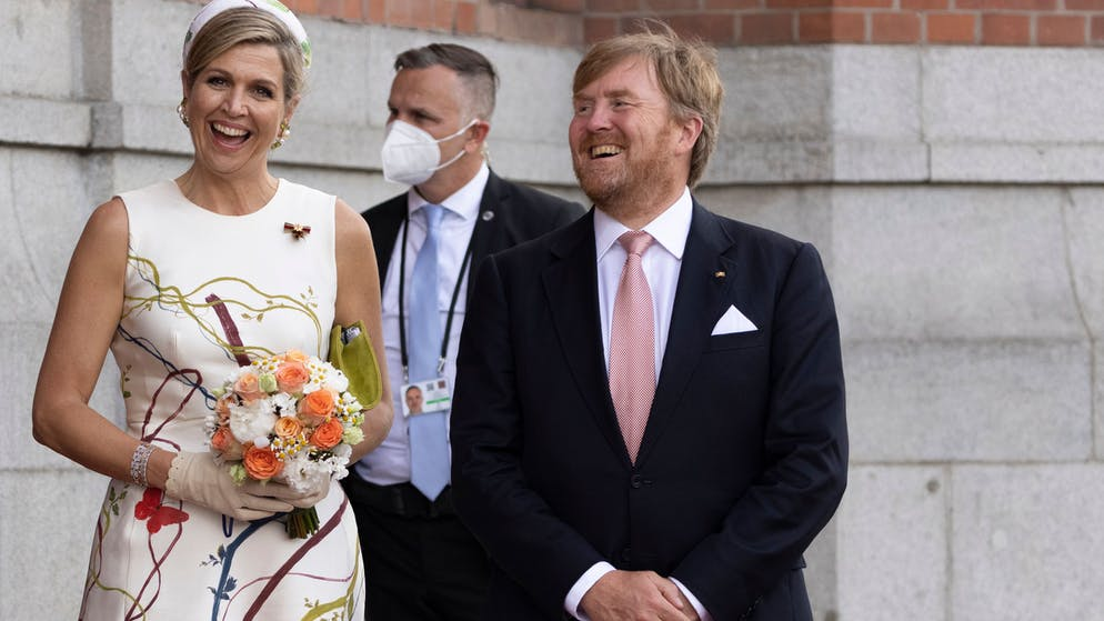 BERLIN, GERMANY - JULY 05: King Willem-Alexander and Queen Maxima of the Netherlands smile as they leave the Rotes Rathaus, the town hall of Berlin on July 05, 2021 in Berlin, Germany. Their Royal Highnesses are paying their first official visit since the global health crisis began over a year ago, with a state visit to Germany from July 5-7.  (Photo by Maja Hitij/Getty Images)