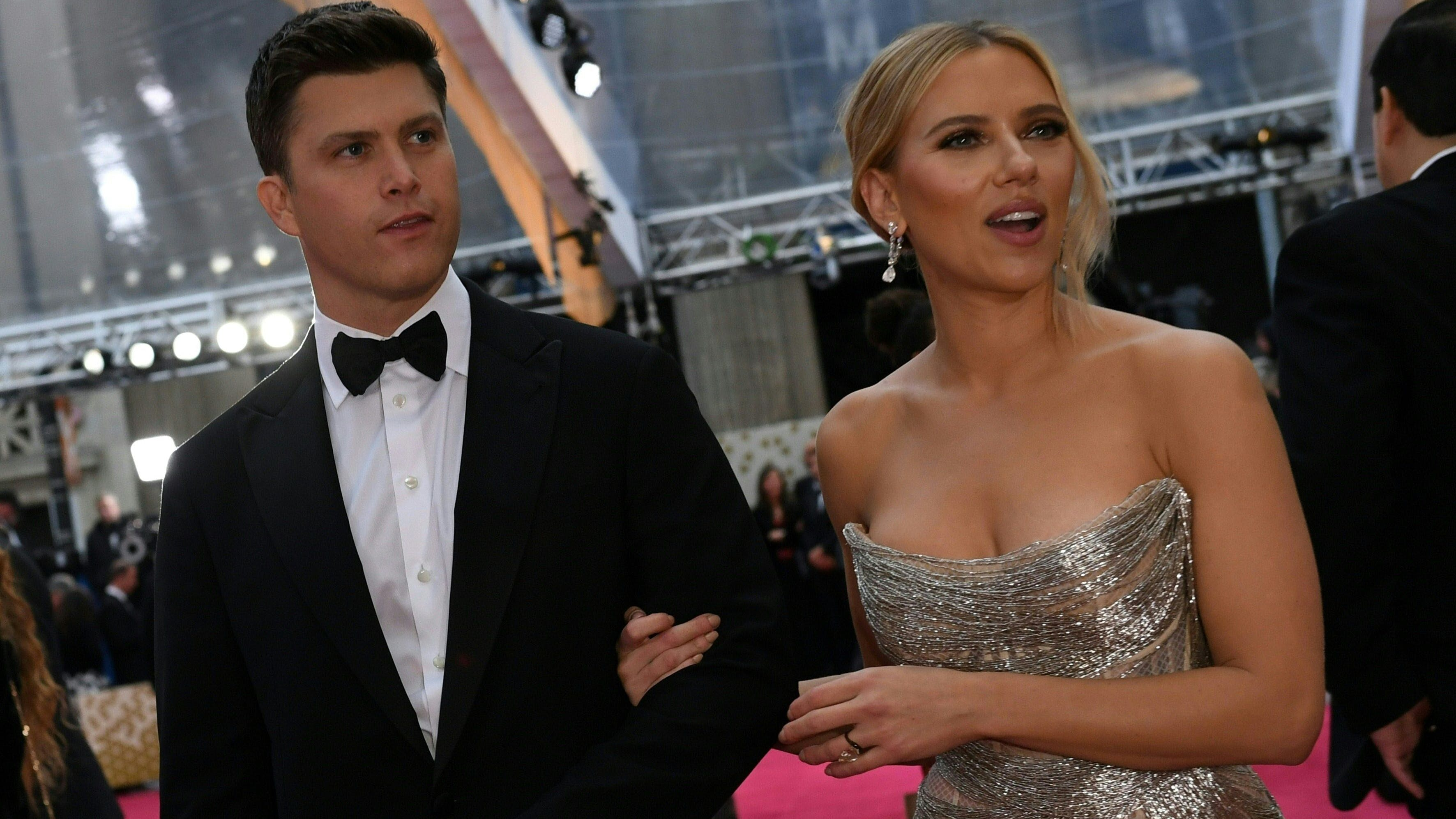 Scarlett Johansson mit ihrem Mann, dem Comedian Colin Jost an der Oscar-Verleihung im Februar 2020.